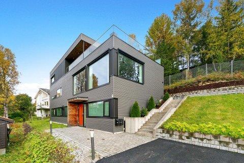 OVER 10 MILLIONER: Dette er en av boligene med prisantydning over 10 millioner som er til salgs i Tromsø.