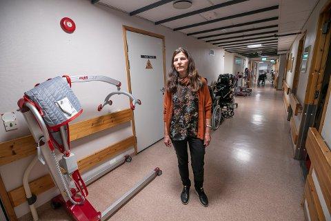 BARE EN ENHET: Nå må de ansatte som jobber på flere sykehjemsenheter velge hvilken enhet de ønsker å fortsette ved. . Jeg tror det er veldig viktig at vi fikk avklart dette ganske raskt, sier Wigdis Anitha Olsen, enhetsleder ved Kvaløysletta sykehjem.