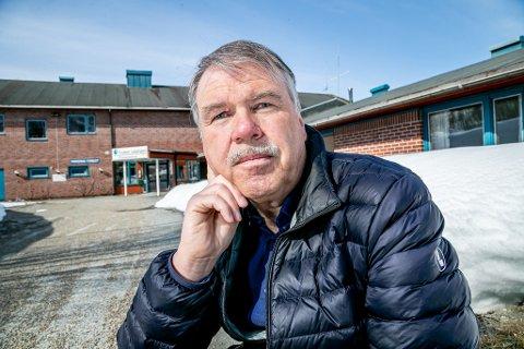 OPPGITT: Et nytt  bo- og velferdssenter skulle  bygges til erstatning for gamle Kroken sykehjem. Bydelsrådsleder Svein Erik Pettersen frykter det ikke skjer  noe på minst 15 år.