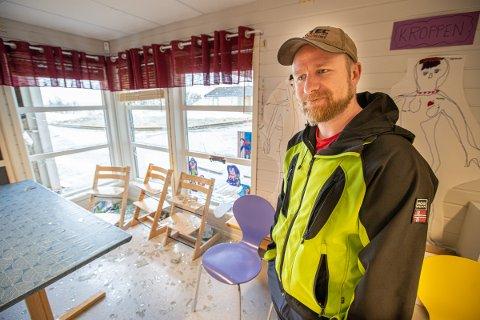 HÆRVERK: Martin Sivertsen i Soldagen barnehage ble møtt av en barnehage utsatt for omfattende hærverk.