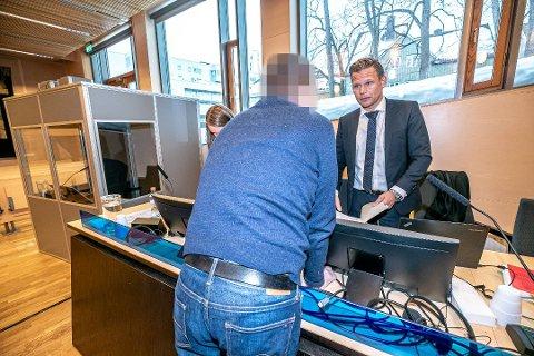 DØMT: Eksadvokaten (48) fra Tromsø ble dømt i saken med 87 kilo amfetamin. Her med sin forsvarer, Jan Christian Kvanvik, i Hålogaland lagmannsrett.