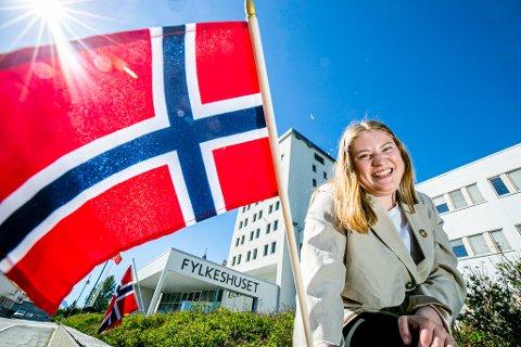 NY REGLER: Maren Irene Bakkevoll (Ap) har fått med seg flertallet i fylkestinget til å endre flaggreglene til også gjelde kvinnedagen 8. mars og Pride.