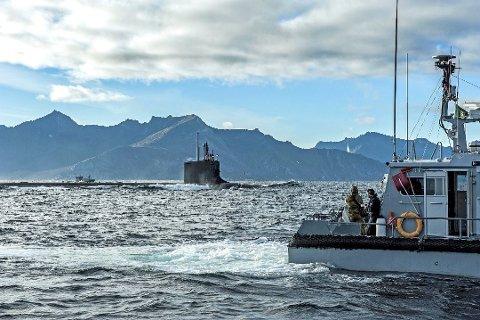 UTENFOR HEKKINGEN: Denne amerikanske ubåten dukket opp ved Hekkingen i 2016. Den er bare en av mange som gjør stopp her hvert år. Foto: Erik Bjørklund