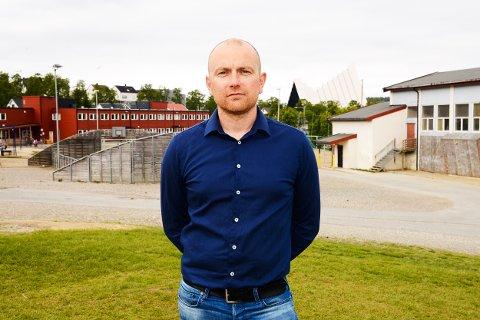 SMITTEUTBRUDD: En skoleklasse ved Tromsdalen skole har fått et stort smitteutbrudd i helgen, sier rektor Kim Sørensen.