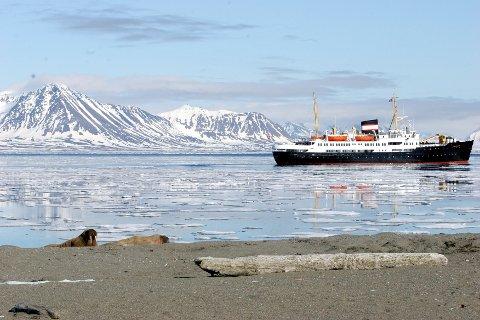 VURDERER BEREDSKAPEN: Utvalget skal blant annet kartlegge og beskrive omfanget av dagens cruisetrafikk både langs kysten og på Svalbard.