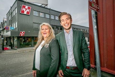 NYTT HJEM: Lene Kastnes kunne torsdag offisielt åpne de nye butikklokalene til HTH i Skippergata i Tromsø. Her sammen med markedssjef for HTH i Norge og Island, Mikael Bjørnskov.