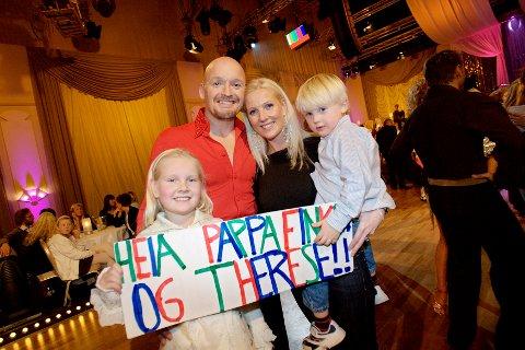 Finn Christian Jagge og Therese Cleve ble stemt ut av ut av TV-programmet «Skal vi danse» på TV 2. Finkens kone Trine-Lise, sønnen Finkus og datter Otilie gledet seg til å få far tilbake.