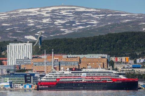 VILLE ORGANISERERE SYKETRANSPORTEN SELV: UNN-direktør Anita Schumacher sier Hurtigruten ville stå for transporten til sykehuset selv. Det til tross for at de kom med tydelige signaler på at deler av mannskapet kunne være smittet.