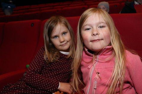 GØY PÅ KINO: Rikarda Blix-Ramberg (5) og Kornelia Fossbakk (7) gleder seg til åpningsforestillingen til TIFF junior.