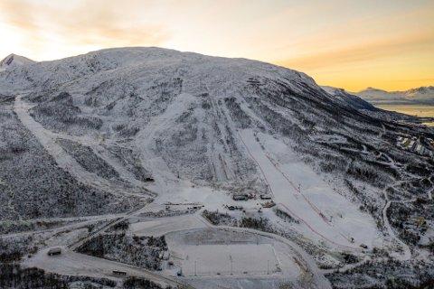 UHELL: En person måtte hentes av helikopter under den første helga med full drift i Kroken alpinpark etter å ha kjørt utenfor løypa. Dette bildet er tatt på et tidligere tidspunkt i vinter.