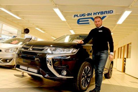 Jan Erik Trondsen hos Trondsen bil i Tromsø etterlyser en langsiktighet i avgifter knyttet til nybiler