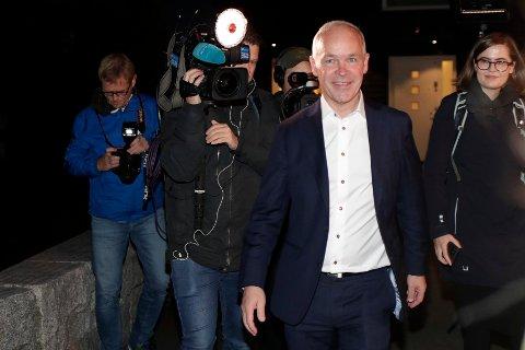 Oslo 20211012.  Finansminister Jan Tore Sanner (H) møter pressen hjemme på morgenen før han legger fram statsbudsjettet for 2022. Foto: Javad Parsa / NTB