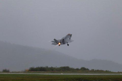GROVERE LYD: F-35-flyene gir et annet lydbilde enn vi er vant med fra F-16.