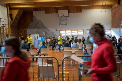 SENDT HJEM: Tromsø kommune opplyser at det har skjedd tilfeller der folk har blitt sendt hjem med uforrettet sak når de skal ta vaksinen. Som regel skyldes det at intervallet mellom de to dosene har vært for korte.