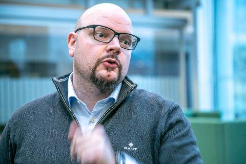 NYE SMITTEDE: Fagleder Øivind Benjaminsen ved koronasenteret forteller at de smittede har svært mange nærkontakter.