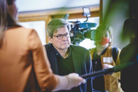 VÆR OBS: Sigurd Hortemo i Statens legemiddelverk ber personer som får hudblødninger etter å ha fått AstraZeneca-vaksinen, kontakte lege umiddelbart. Foto: Stian Lysberg Solum/NTB