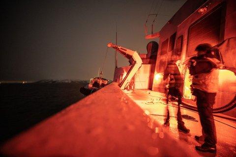 REDNINGSAKSJON: Sjøforsvaret bidro i nattens redningsaksjon.