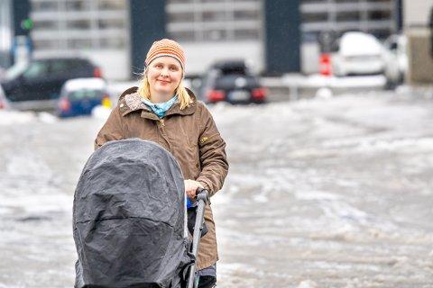 FLYTTER: 30 år gamle Ida Gårseth Hov tar med seg familien og flytter til fastlandet. Det handler kun om penger, sier hun.