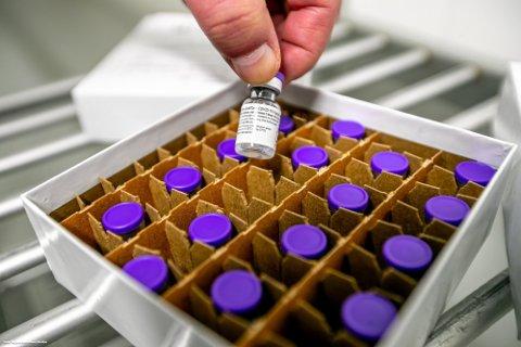 TAR SEG OPP: Tempoet i vaksinasjonsprogrammet tar seg kraftig opp, ettersom leveransene av Pfizer-vaksine til Norge stadig øker.