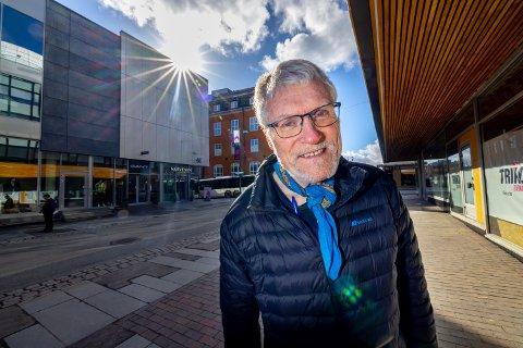 I SKYGGEN: Trond H. Karlsen er redd Tempogården vil legge Storgata  skyggen, når eiendomsselskapet TRIKO går videre med sine planer om å utvikle eiendommen.