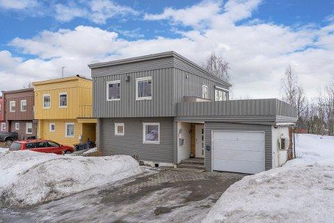 BUDKRIG: Huset i Anna Eides veg på Elverhøy i Tromsø gikk langt over takst. Sjeldent stor interesse, sier megler.
