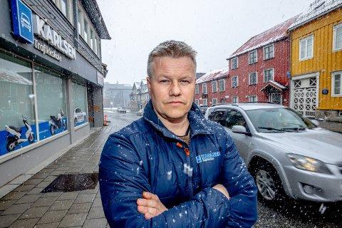 MERKELIG POLITIKK: Daglig leder ved Karlsen Trafikkskole, Jon-Terje Karlsen stiller spørsmål ved politikken til MDG.
