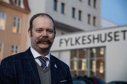 DELER UT: Bjarne Rohde i fylkeskommunen skal dele ut 13 millioner kroner.