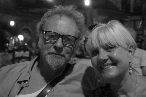 """HJEMMESEIER: Jan Arvid Johansen og kona Kjerstin Carlson var sammen i over 30 år, før Johansen døde av sykdom. Nå, 3,5 år seinere, har kona og musikervennene til Johansen fått utgitt hans siste soloplate, """"Den finaste sangen""""."""