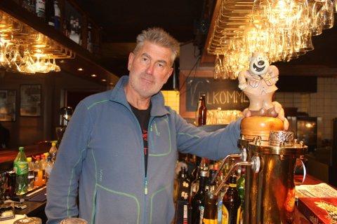 TRAVEL MANN: Frank Otto Berntzen var i mange år sjef for det legendariske utestedet Otto's på Finnsnes. Nå gjør han suksess i Sverige.