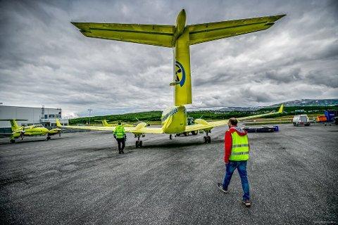 FORSINKELSER: Operatørskiftet medførte forsinkelser og uforutsigbarhet på grunn av redusert kapasitet, heter det i rapporten. Her fra Tromsø lufthavn og et av Babcocks fly.
