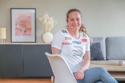 DRØMMEHUSET: Anna Svendsen i stua i det nye huset hun og kjæresten gjennom mange år, Torbjørn Gundersen, har kjøpt sammen ved Prestvannet.