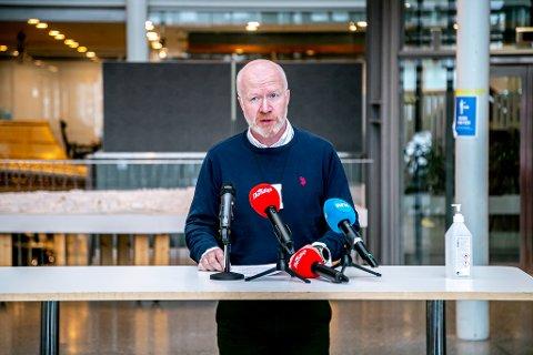 SMITTESPORING: Trond Brattland, smittevernoverlege i Tromsø, har god oversikt over siste utbruddet.
