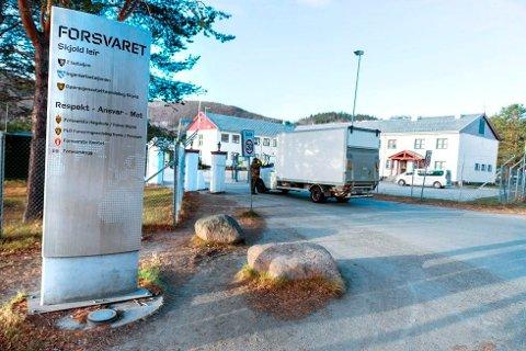 TRE MILITÆRLEIRE: Skjold er en av tre militærleirer hvor soldater er satt i karantene etter helgas bytur til Tromsø hvor de oppholdt på et eller flere utesteder samtidig som en smittet person.