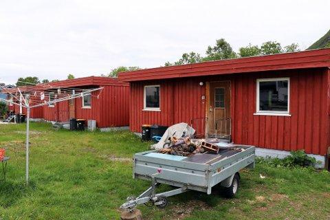 RIVES: Disse boligene i Tindvegen er blant dem som anses så dårlig at de bør rives.