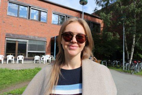 FULL FART: Olga Voronchikhina (33) er blant de mange i Tromsø som har fått første vaksinestikk denne uka.