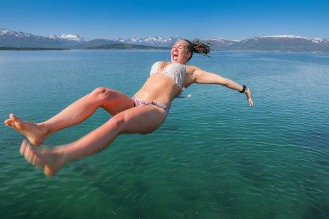 DØDSKULT: Kamilla Nordgård (21) dødser fra kaia ved det gamle akvariet ved Telegrafbukta. Dette er dag 55 Kamilla bader i havet.