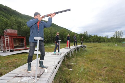 ANMELDELSER: Skytebanen i Tromsdalen har igjen skapt debatt. Her ser vi Øyvind Hilmarsen (f.v.), Henriette Flatsetø, Tove Andersson, Øyvind Nilsen og Rikke Bakkan Ekran fra en tidligere anledning.