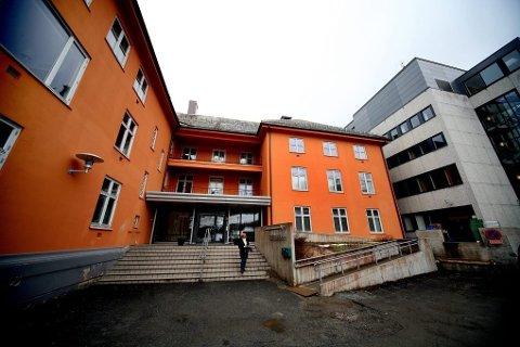 DUALISME: Elisabethsenteret slik det fremstår i dag, med gammel bebyggelse i oransje, og 60-talls arkitektur i grått.