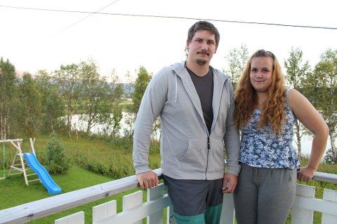 STORTRIVES: Miriam Olaisen og Joakim Johnsen er kommet til Kvanås for å bli: - Her stortrives vi, barnevennlig og bare flotte folk, enes de to om.