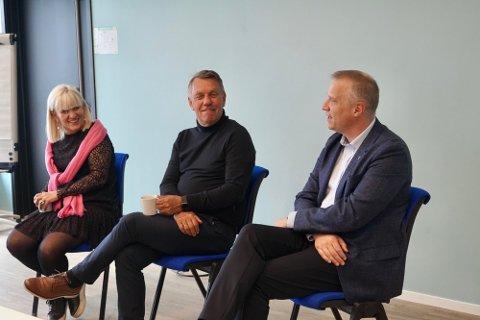 TRE ORDFØRERE: Ordfører Kari-Anne Opsal,  med seg Gunnar Wilhelmsen, ordfører i Tromsø kommune, og Tom-Rune Eliseussen, ordfører i Senja kommune. Foto: Marte Fredly-Steen