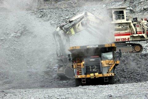 RUSSISK OPPKJØP: Russisk kapital fortsetter å kjøpe Sydvaranger Gruve-aksjer. Selskapet Prominvest AG eier nå 5,4 prosent av jernmalmgruva i Sør-Varanger. Her fra Bjørnevatn-bruddet. Foto: Amund Trellevik