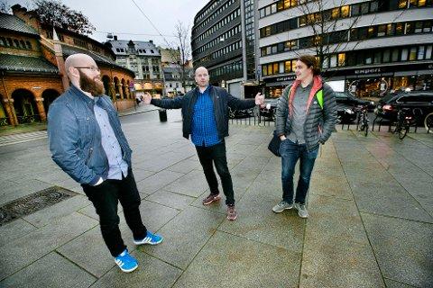 Honningsvåginger i Oslo med band og bedrift. Fra venstre Jan Ove Øyen, Fredrik Tveit og Simen Fosse