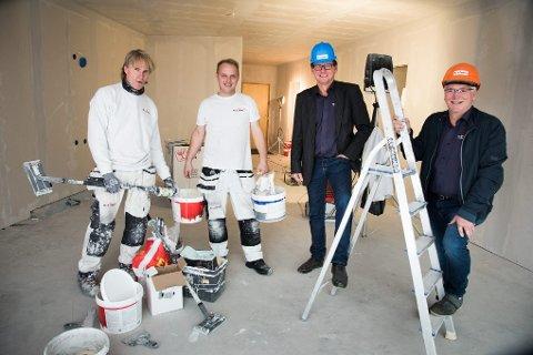 Nor Vikar AS, Finnsnes. Jakob Leiknes og Geir Lillegård, med de svenske malerne Anders Älvstrøm og Håkan Endrell.