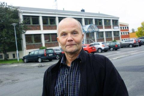 Som forventet: Administrerende direktør, Ove Brattbakk, forteller om store investeringer for Helgeland Kraft i fjor. Foto: Jon Steinar Linga