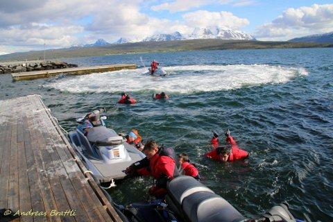 Med tørrdrakt og godt undertøy er det fullt mulig å satse på vannsport i nord.