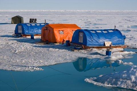 """Stasjonen """"Nordpolen-2015"""" skal nå evakueres. (Photo: aari.ru)"""
