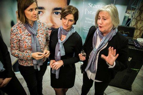 PÅ STAND: Petrine Skjervheim, Kristin Mikalsen Haugland og Tone Melkevik Voll fra Statoil koste seg på Arbeidslivdagen på UiT i går, men fortalte at enkelte studenter var bekymret etter at selskapet har varslet kutt.
