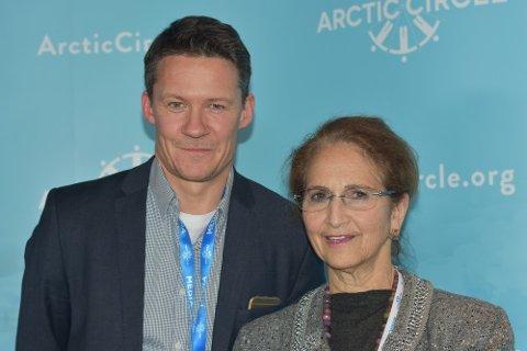 Atle Staalesen fra Barents Observer med Arctic Now-publisher Alice Rogoff.