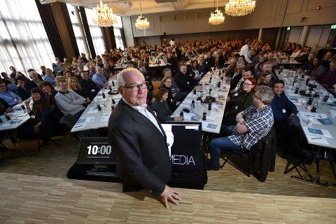 Konsernsjef Øyvind Fylling-Jensen foran 315 av de ansatte i Nofima.