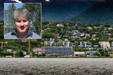 FØRT UTE: Pål Berg har merket seg at det er debat om bygget hans på Kvaløyvegen 156. Innfelt: Pål Berg, utbygger.